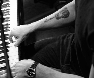tattos, black+and+white, and shawn+mendes image