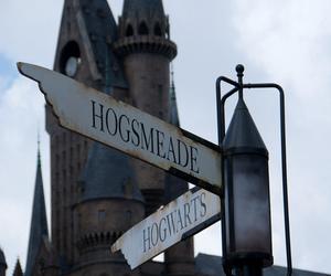hogwarts, harry potter, and hogsmeade image