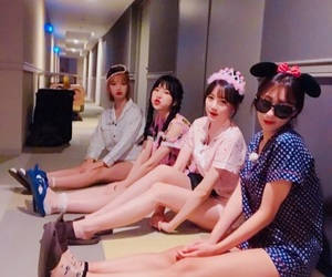 best friends, four, and ulzzang image