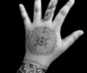 black anda white, dibujo, and mandala image