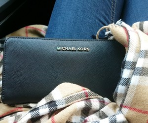 accessiores, michaelkors, and portmonee image
