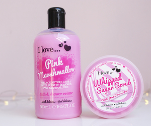 i love and pink marshmallows image