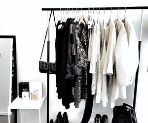 outfit, wardrobe, and slaapkamer image
