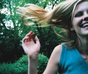 Kirsten Dunst, the virgin suicides, and black and white image