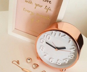 room and rose gold image