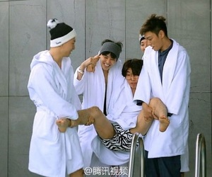 seungri, bigbang, and T.O.P image