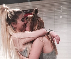 blonde lesbian pictures