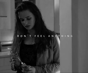 hannah baker, thirteen reasons why, and 13 reasons why image