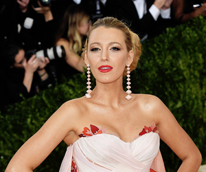 blake lively and girl image