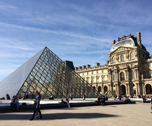 louvre and pyramide image