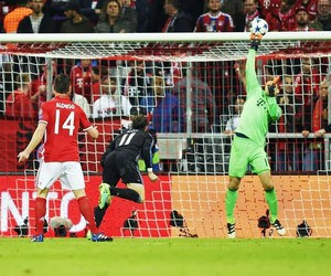 manuel neuer, fc bayern munich, and best goalkeeper image