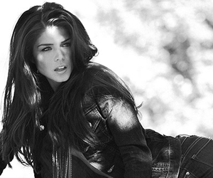 marie avgeropoulos and the 100 image