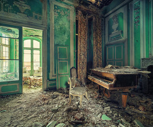 abandoned and piano image