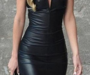 latex, vestido negro, and de pie image