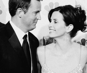 courtney cox, Matthew Perry, and friends image