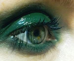 green and eye image