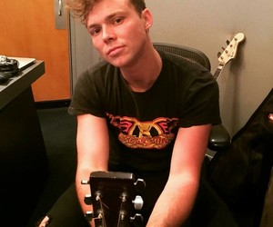 guitar, 5 seconds of summer, and 5sos image