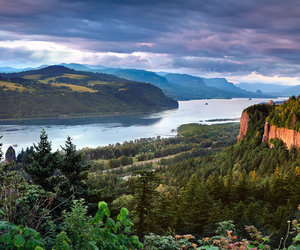 travel and columbia river gorge image