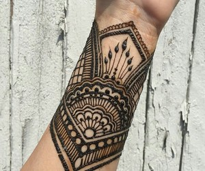 henna art and islam fashion image
