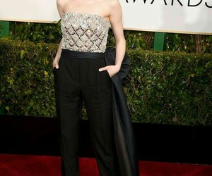 emma stone, golden globes, and red carpet image