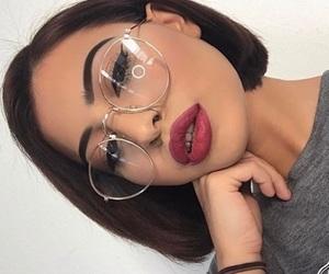 cabello corto, girl, and lentes image