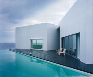 home and sea image