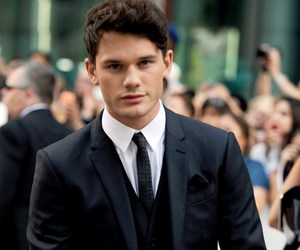 actor, jeremy irvine, and boy image