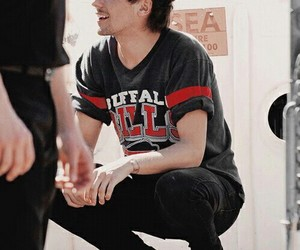 cantante, louis tomlinson, and one direction image