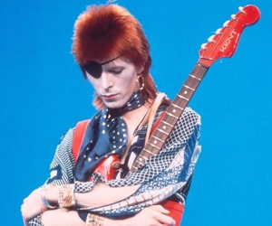 david bowie, glam, and pale image