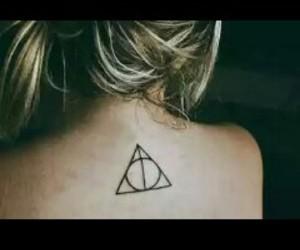 harry potter, tatuagem feminina, and tatuagens femininas image
