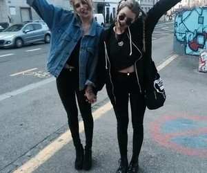 grunge, girl, and friends image