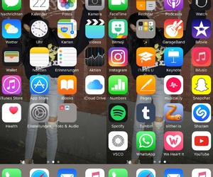 iphone, apps, and homescreen image