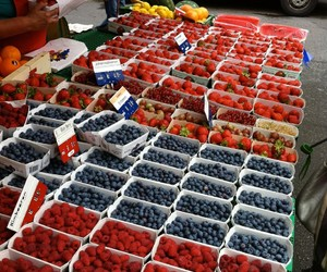 fruts and blueberrys image