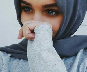 hijab and بُنَاتّ image