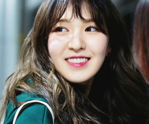 airport, fashion, and son seungwan image