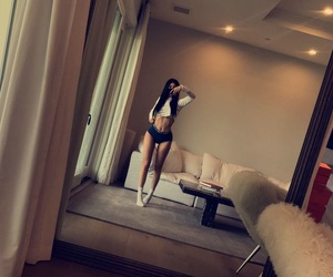 kylie jenner, body, and snapchat image