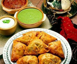 food and samosa image