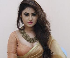 cleavage, saree, and indian saree image