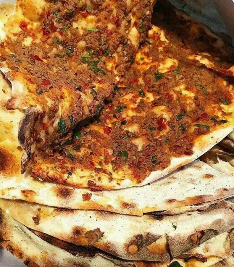 turkish food and lahmacun image