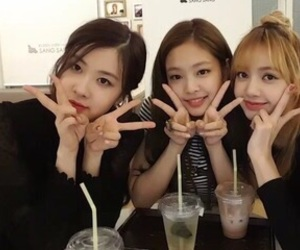rose, lisa, and jennie image