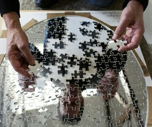 mirror and puzzle image