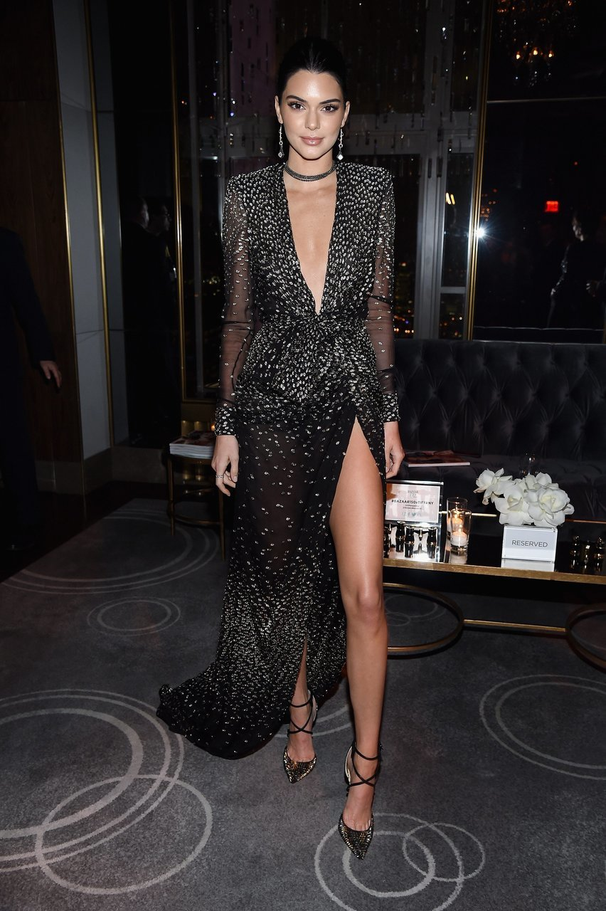 Look Do Dia Kendall Jenner Usa Vestido Longo Com Fenda
