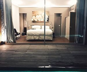 bedroom and pool image