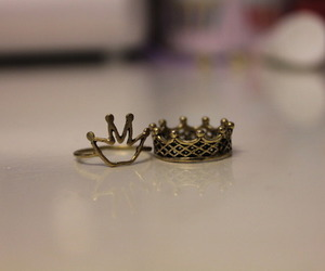 Queen, king, and ring image