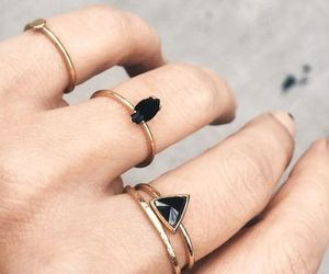 rings and black image