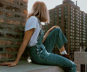 girl, city, and grunge image