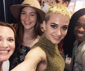 katy perry, jennifer laura thompson, and laura dreyfuss image
