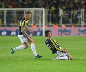 football, robin van persie, and martin skrtel image