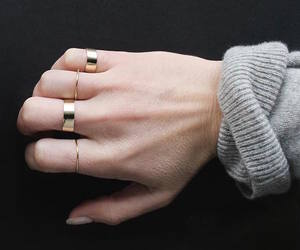 minimal, gold, and jewelry image