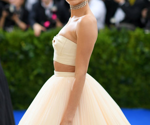 hailey baldwin, met gala, and beauty image